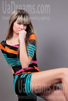 Anya from Simferopol 25 years - introduce myself. My small public photo.