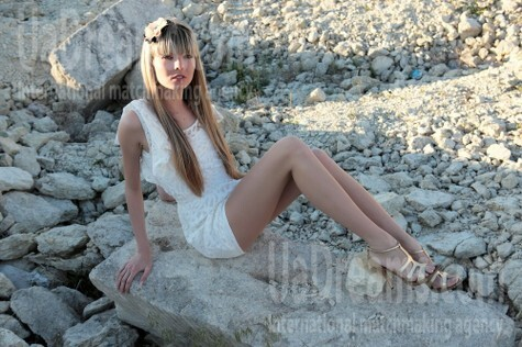 Anya from Simferopol 25 years - ukrainian woman. My small public photo.