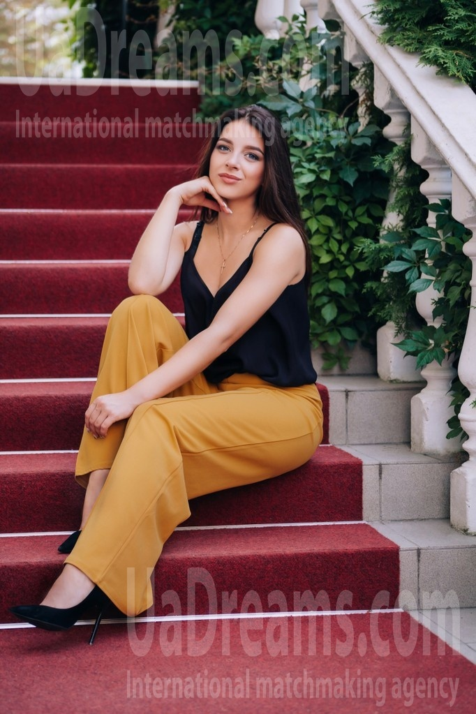 Natali from Lutsk 22 years - romantic girl. My small public photo.