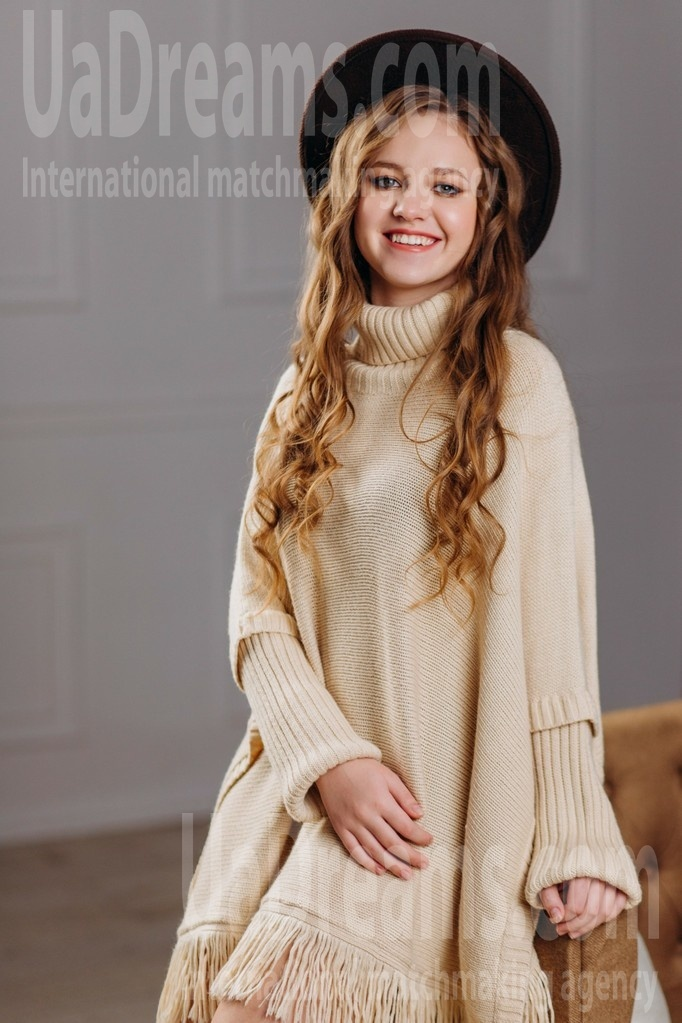 Ilona from Poltava 18 years - smiling for you. My small public photo.