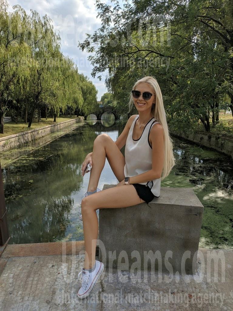 Alena from Poltava 28 years - morning freshness. My small public photo.