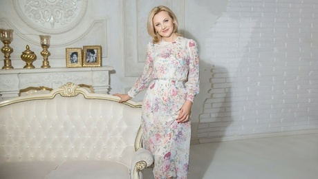 Olesya from Kharkov 44 years - single russian woman. My mid primary photo.