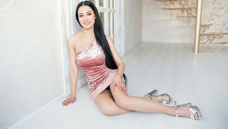 Kateryna from Kharkov 33 years - lovely girl. My mid primary photo.