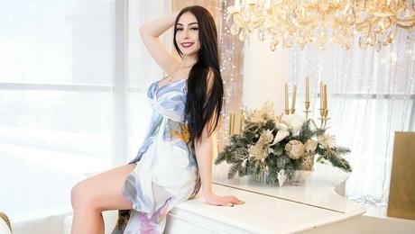 Tala from Kharkov 23 years - future wife. My mid primary photo.