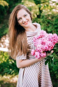 Zhanna from Lutsk 32 years - nice fiancee. My mid primary photo.