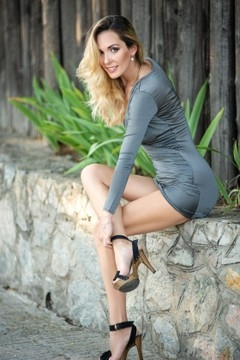 Alina from Zaporozhye 33 years - girl for dating. My mid primary photo.