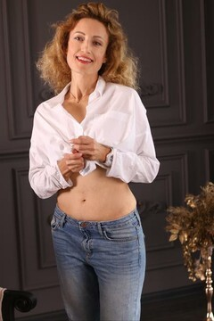 Natasha from Zaporozhye 43 years - photo session. My mid primary photo.