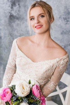 Olya from Lutsk 38 years - ukrainian bride. My mid primary photo.