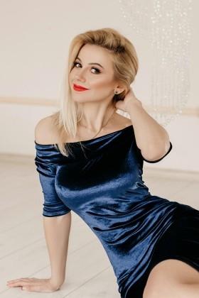 Oksana from Ivano-Frankovsk 37 years - wants to be loved. My small primary photo.
