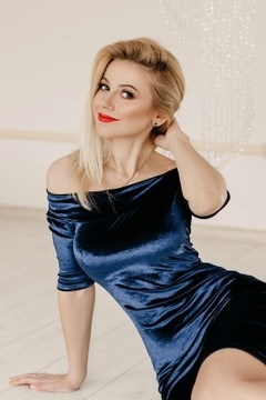 Oksana from Ivano-Frankovsk 36 years - wants to be loved. My small primary photo.