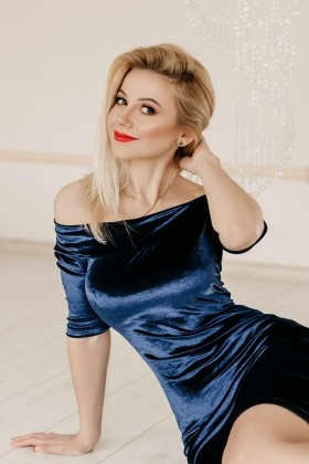 Oksana from Ivanofrankovsk 35 years - wants to be loved. My small primary photo.