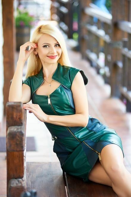 Oksana from Ivanofrankovsk 34 years - wants to be loved. My small primary photo.