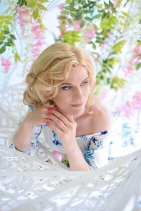 Nelya from Kharkov 44 years - amazing girl. My small primary photo.