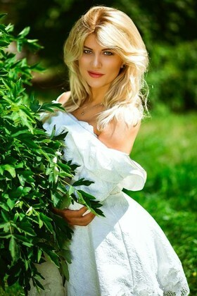 Lesya from Kiev 27 years - happy woman. My small primary photo.