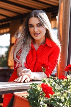 Oksana from Ivanofrankovsk 25 years - seeking soulmate. My mid primary photo.
