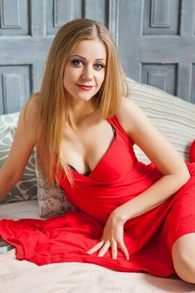 Olya from Ivanofrankovsk 29 years - good mood. My small primary photo.