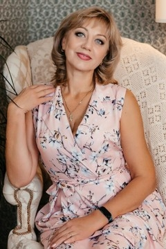 Anna from Dnipro 51 years - morning freshness. My small primary photo.