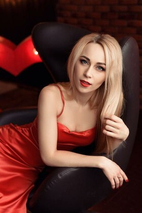 Evgeniya from Dnipro 31 years - intelligent lady. My small primary photo.
