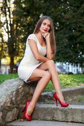 Elena from Sumy 34 years - attentive lady. My small primary photo.