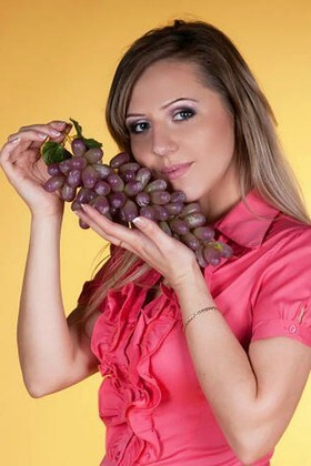 Yuliya from Kremenchug 27 years - loving woman. My small primary photo.