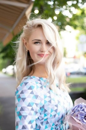 Alina from Cherkasy 30 years - bright smile. My small primary photo.
