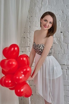 Tanya from Zaporozhye 28 years - romantic girl. My mid primary photo.