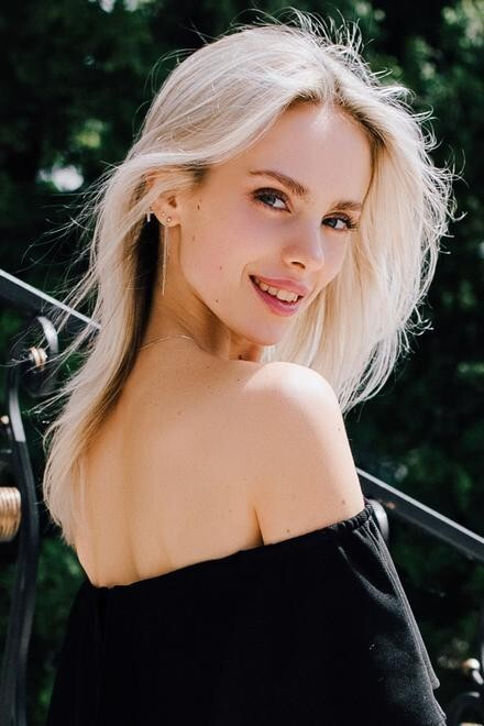 Nastya from Cherkasy 19 years - amazing appearance. My small primary photo.