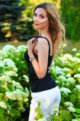 Oksana from Zaporozhye 38 years - romantic girl. My small primary photo.