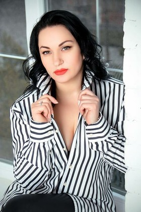 Irina from Zaporozhye 39 years - intelligent lady. My small primary photo.