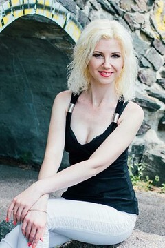 Ira from Cherkasy 34 years - happy woman. My small primary photo.