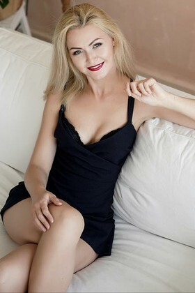 Anastasia  27 years - look for fiance. My small primary photo.