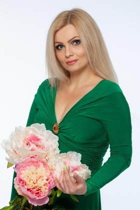 Tatiana from Kremenchug 41 years - desirable woman. My small primary photo.