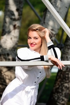 Maria from Cherkasy 19 years - nice smile. My mid primary photo.