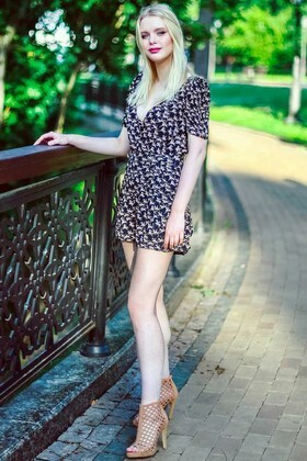 Kris from Kiev 20 years - Warm-hearted girl. My small primary photo.