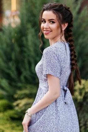 Oksana from Poltava 25 years - intelligent lady. My small primary photo.