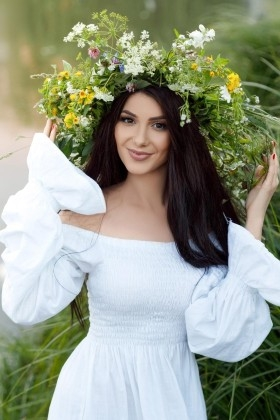 Nataliia from Ivano-Frankovsk 23 years - clever beauty. My small primary photo.