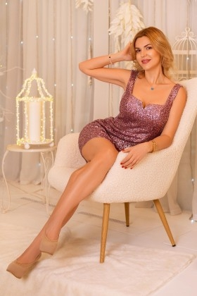 Ludmila from Kharkov 43 years - single lady. My small primary photo.