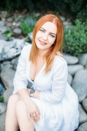 Viktoriia from Kharkov 37 years - soft light. My small primary photo.