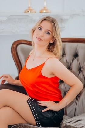 Anastasia from Lutsk 37 years - bright smile. My small primary photo.