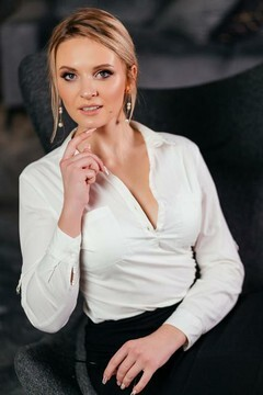 Anna from Poltava 25 years - happy woman. My mid primary photo.
