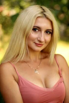 Yana from Poltava 32 years - soft light. My small primary photo.