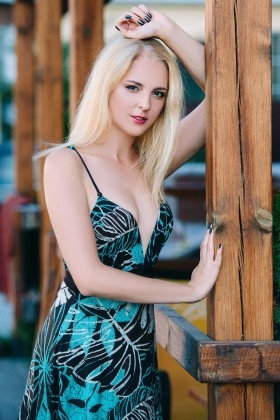 Dana from Cherkasy 41 years - single lady. My small primary photo.