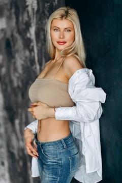 Alexandra from Poltava 34 years - future bride. My mid primary photo.