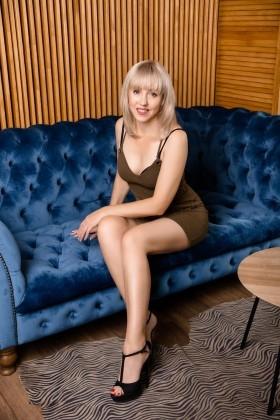 Elena from Kharkov 47 years - romantic girl. My small primary photo.