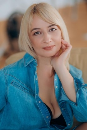 Tamara from Lutsk 47 years - charm and softness. My small primary photo.