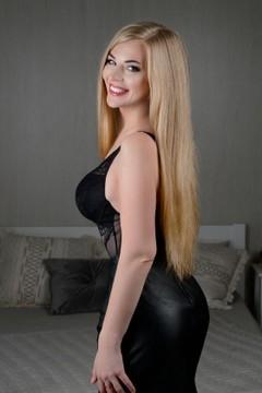 Darija from Kiev 28 years - bright smile. My mid primary photo.