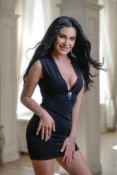 Viktoria from Kiev 33 years - beautiful woman. My mid primary photo.