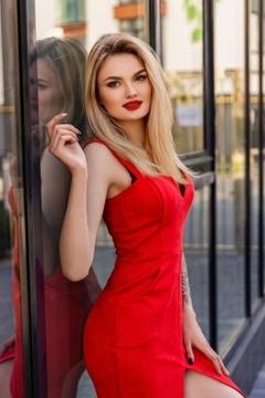 Roksolana from Ivano-Frankovsk 22 years - natural beauty. My mid primary photo.