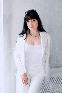 Svitlana  46 years - ukrainian girl. My mid primary photo.