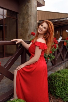 Natalie from Ivano-Frankovsk 33 years - look for a man. My small primary photo.